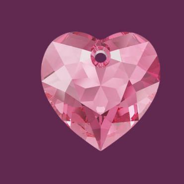 Swarovski представили свою новую коллекцию Осень/Зима 2020 Love all: Crystal & Emotions.  Вдохновляясь стилем 40-х - временем вуалеток, подчеркнутой женственности и стремлением к геометрической выдержанности